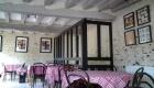 peinture du plafond dans un restaurant